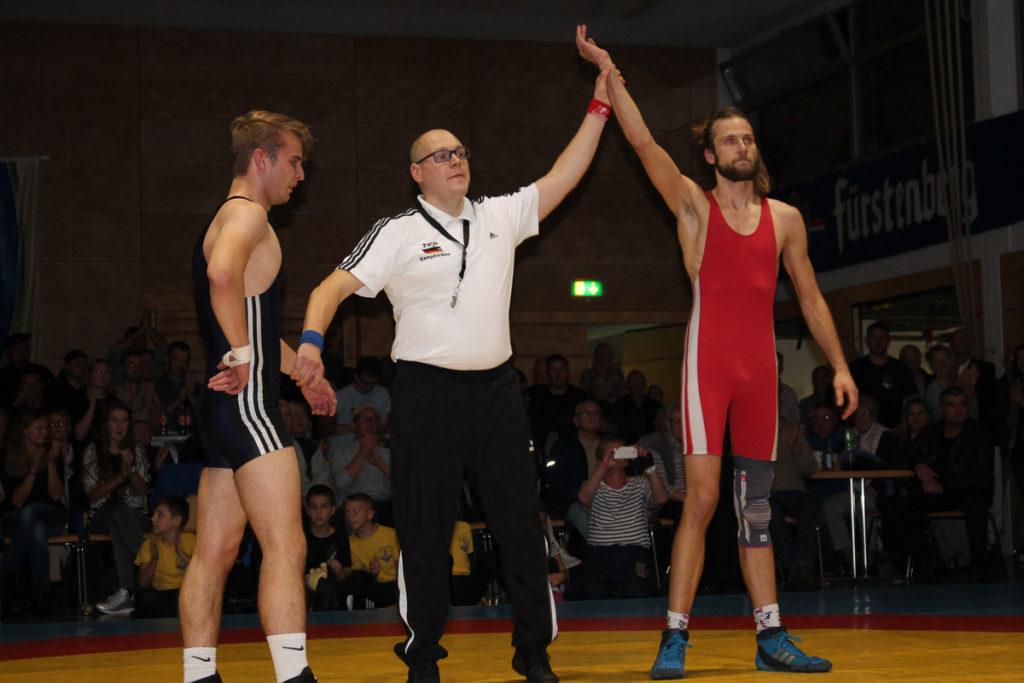 der gebürtige Vörstetter Fabian Moritz (rechts) darf sich über seinen Sieg freuen
